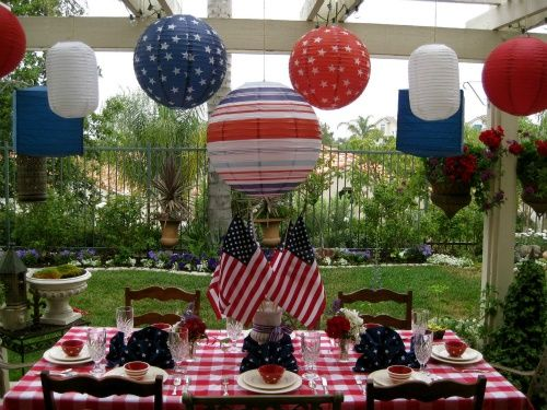 This is a 4th of July bbq all the way! The hanging lanterns add the extra oomph!