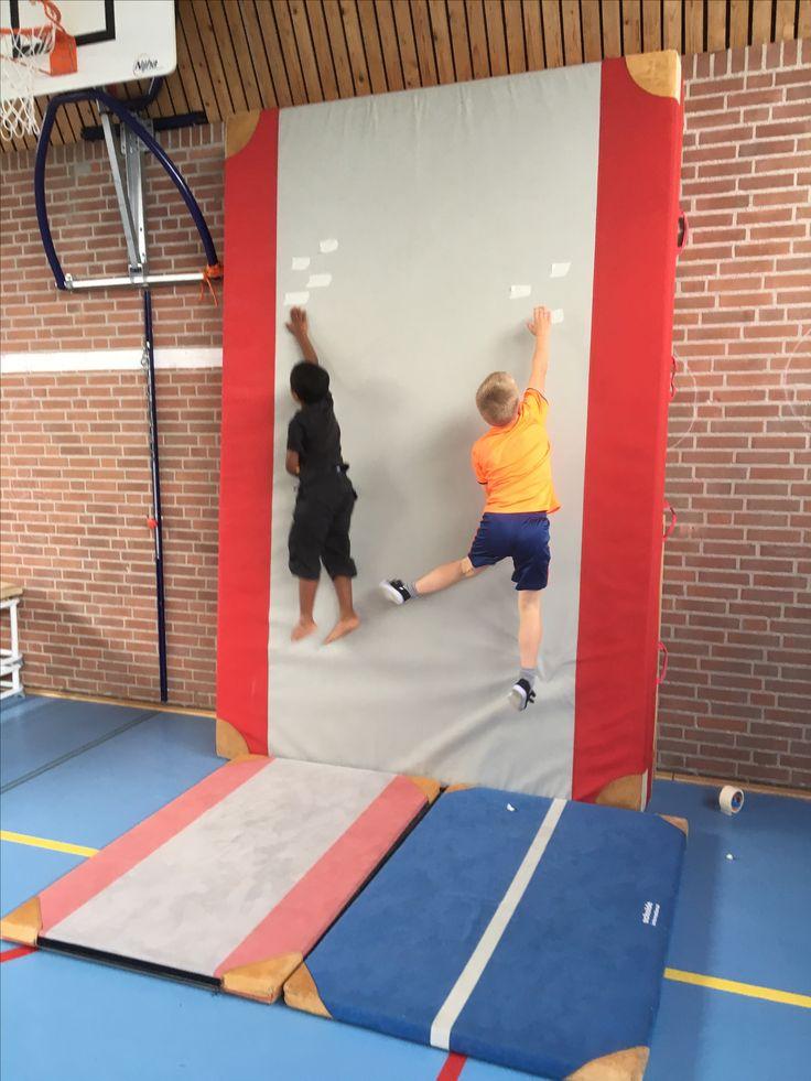 #hoogspringen maar dan anders! Wat een enthousiasme en fanatisme om steeds hoger te komen. #motivatie #gymles #beweging