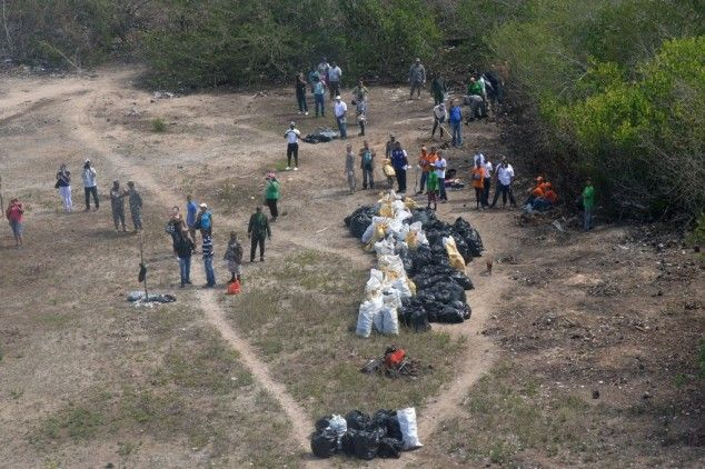 El cúmulo de basura en el play de béisbol de la isla Saona está afectando el turismo, que es la fuente de sustento de los residentes de esa localidad, según denunció el presidente de la Junta de Vecinos de la Isla, Jesús Rosario. Según publica el periódico Diario Libre, la basura acumulada lleva meses ahí…