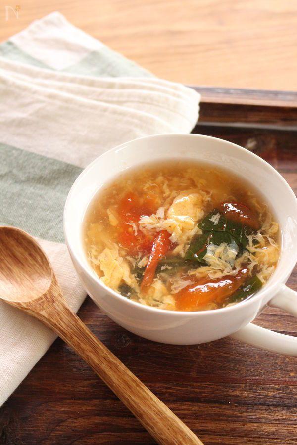 優しいとろみをつけた卵スープ。寒い時期、ほっと温まる1品です。
