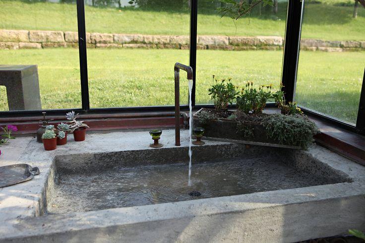 outdoor cement sink.