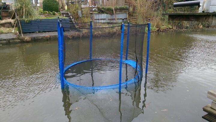 """Michele M op Twitter: """"@112zoetermeer @Zoeterweer Het is dan wel lekker trampoline springen #windstoten http://t.co/mw6eGrDBVY"""""""