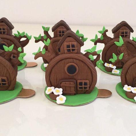 Pão de mel casa do urso para o tema Macha e o urso. #benditosbrigadeiros #doces #docesdecorados ...