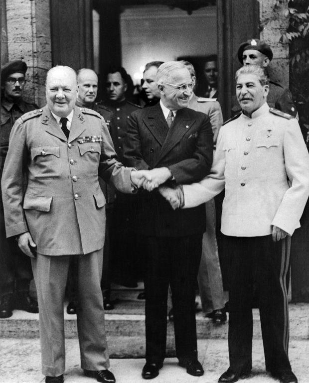 they ruined Europe (together with Hitler) they cut it in two: Bei der Potsdamer Konferenz im Juli und August 1945 verhandeln der britische Premier Churchill, Sowjetführer Stalin und US-Präsident Truman die Zukunft von Deutschland und Europa.