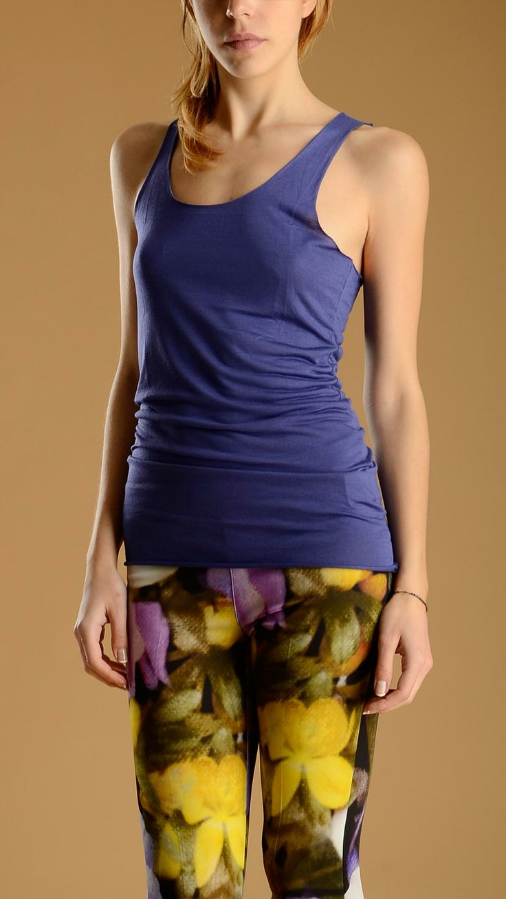 Crew neck, seamless tank top in purple colour, 100% modal.