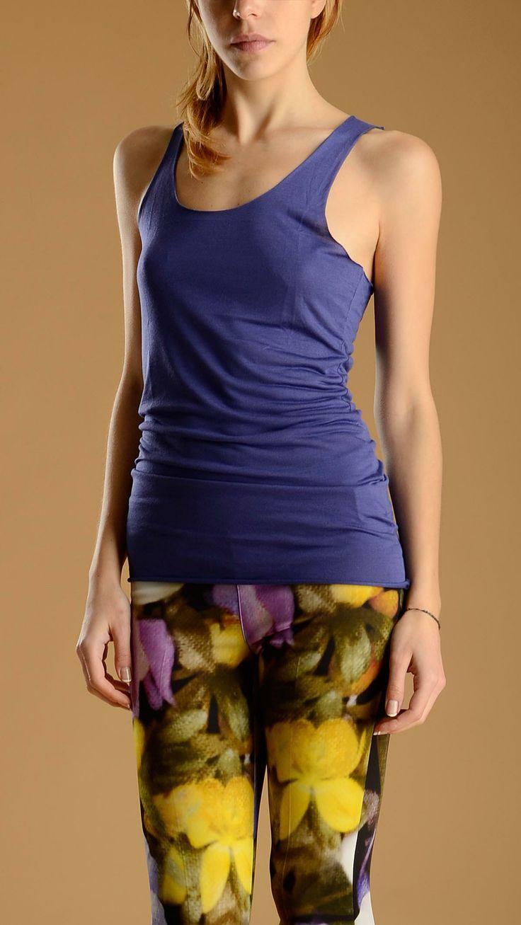 Crew neck, seamless tank top in purple colour, 100% modal.