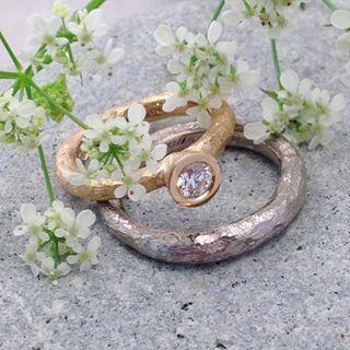 Ringar i återvunnet guld och etiskt utvunnen diamant #fairmineddiamonds #diamant #ekoguld #ekoguldsmed #ateljéjohannae #vigselring #ekobröllop #vickleby #öland
