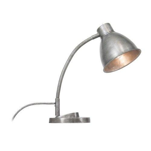 De vtwonen Cup tafellamp is een alleskunner! Schroef de voet eronder om de lamp op een kast of krukje te zetten. Met de klem eronder kun je een boek of knutselwerk op tafel ook makkelijk verlichten. Het wisselen tussen de voet en de klem is eenvoudig. Bovendien is de Cup taffelamp flexibel, daardoor kun je het licht altijd op de juiste plaats laten schijnen.