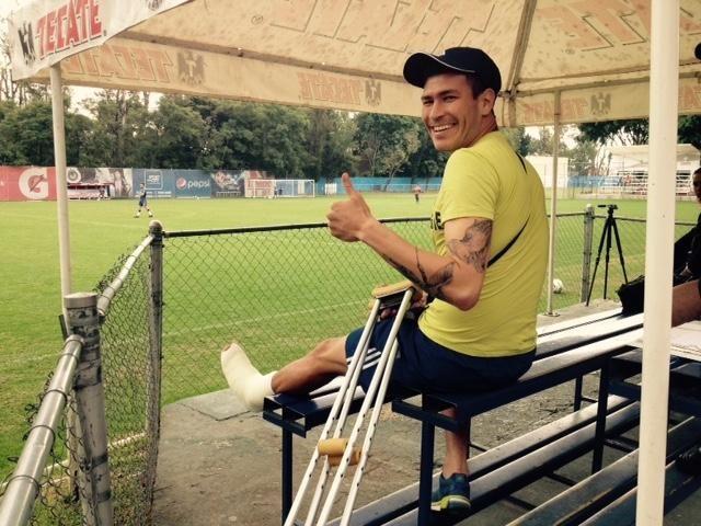 'CHATÓN' SUFRE FRACTURA Y SE DESPIDE DEL TORNEO || Jorge 'Chatón' Enríquez estará fuera de 10 a 12 semanas por una fractura en el segundo metatarsiano del pie izquierdo. El jugador de Chivas se perderá los próximos partidos ante Morelia y Monterrey.