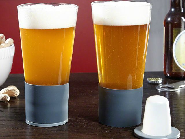The Self-Chilling Beer Glass' integrated chilling technology keeps beverages cold to the last drop, without diluting the drink with melting ice!