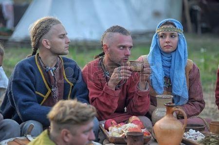 Fête médiévale, le festival de la reconstitution historique du début du Moyen Age, Volkhov, Russie photo