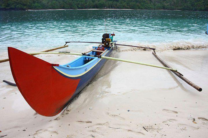 Perahu untuk menjelajahi Teluk Kiluan