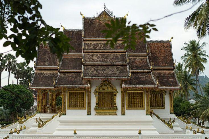 Luang Prabang: Die schönsten Sehenswürdigkeiten und Tipps für die schönste Stadt in Laos Unser Artikel gibt dir schnell einen guten Überblick über die schönste Stadt in Laos. Wir verraten dir die schönsten Sehenswürdigkeiten und geben dir hilfreiche Tipps.     *********************************** Du willst auch digitaler Nomade werden?  Hier findest du alles was du benötigst:  http://digital-nomad-shop.com/    ***********************************