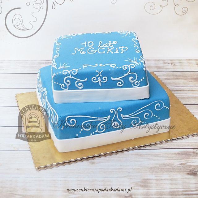 193BA Piętrowy tort firmowy zdobiony lukrowym ornamentem. 2-tiered cake with iced ornament.