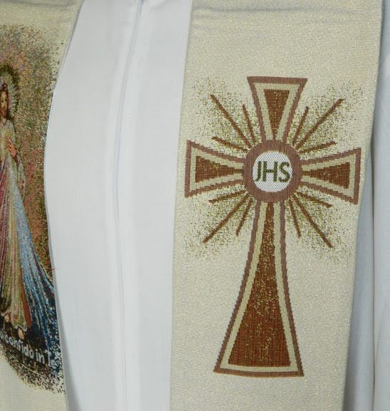 Estola con Cristo Misericordioso bordado / Priest stole embroidered with the Divine Mercy (2/4) http://www.articulosreligiososbrabander.es/vender-estola-cristo-misericordioso-sor-maria-faustina.html