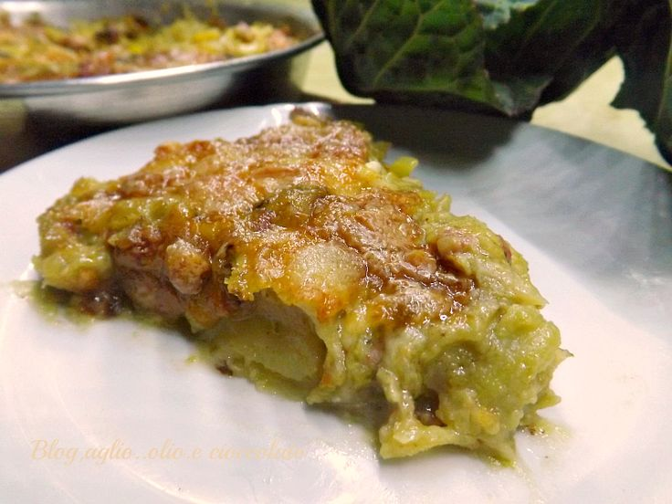 Non mi stanco mai di preparare i Tortini di patate!! questa volta,ho fatto il Tortino Patate Salsiccia e Cavolo Verza un sapore veramente delicato