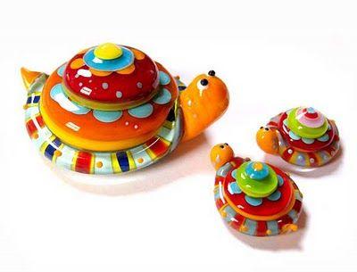 Really, really cute turtle beads... Carla di Francesco. #lampwork #beads #turtle