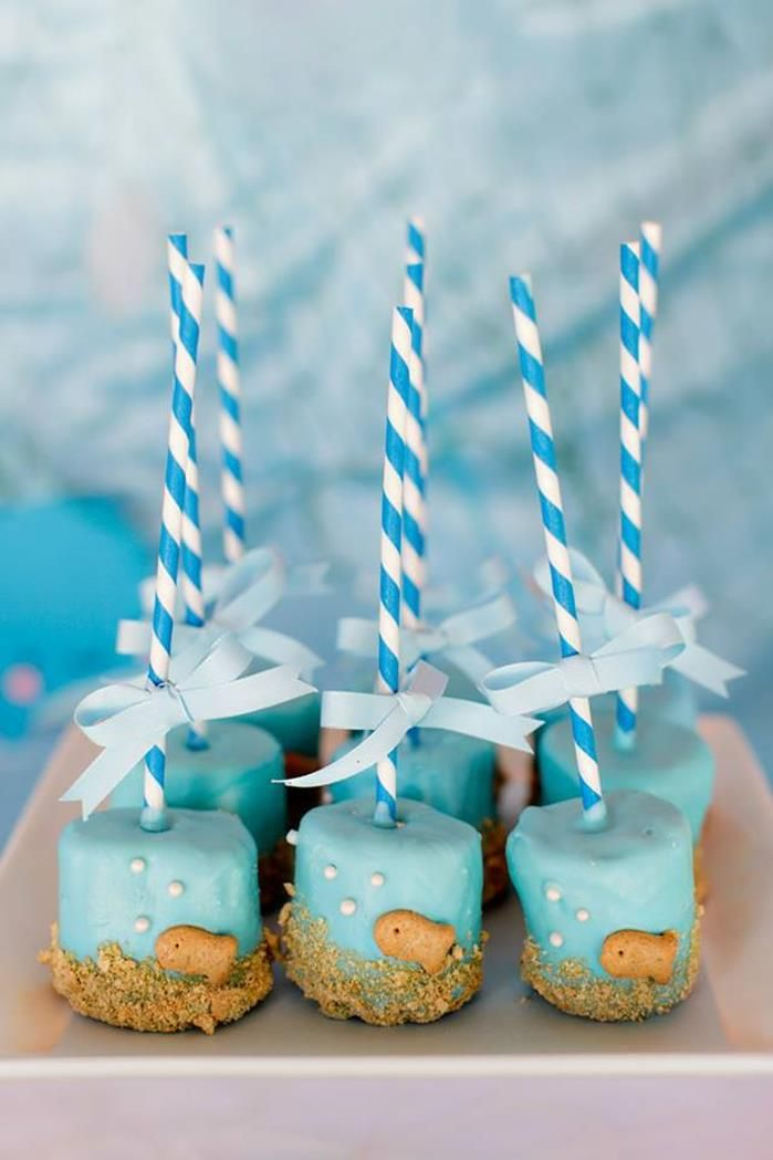 Adorable fish marshmallow pops at a Bubble Guppies Under The Sea Party...let everyone have a candle on these ;)