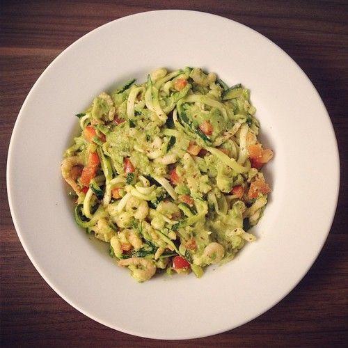 Avocado und Shrimps ist eine tolle Kombination! Das Gericht hört sich so pompös an, ist aber mit nur ein paar Handgriffen schnell gemacht, weshalb ich das gerne zubereite, wenn ich daheim arbeite. Ich...