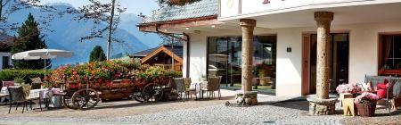 Hotel Tirol in Fiss – Hotel in Serfaus-Fiss-Ladis  Ankommen und durchatmen von der ersten Minute an. Auf einem Fleckchen heiler Erde, wo die Natur großes Vorbild ist. Tiefgründig, kraftvoll und echt.