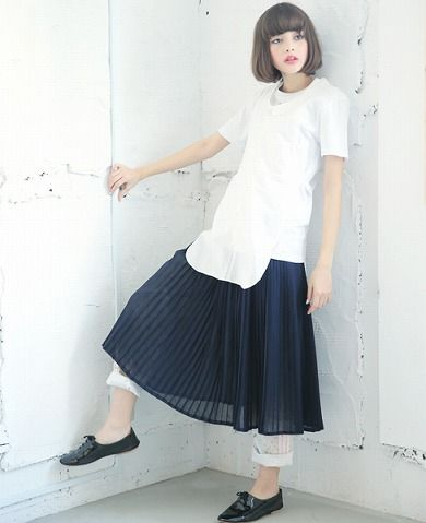 hair + white top + pleated skirt + shoe +white walls keisuke kanda