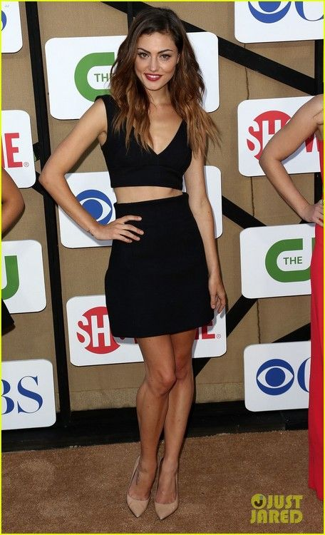 phoebe tonkin - show off that mid riff with a skirt which has some volume - to let your waist look thinner