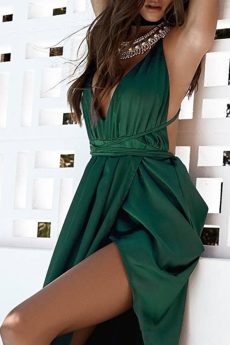 Grecian goddess ✨ Simply divine! The Pandora Maxi Dress Emerald Green is the luxurious addition to your party wardrobe! Shop bb.com.au @beginningboutique