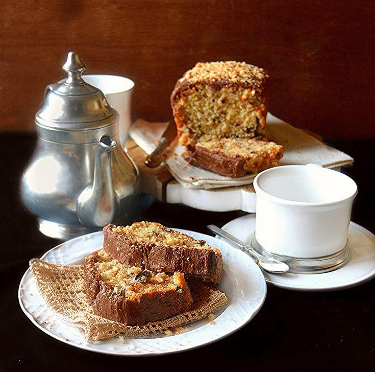 Il plumcake con nocciole e uvetta è un dolce delizioso e   molto semplice che potete preparare per la colazione oppure   per merenda o ...