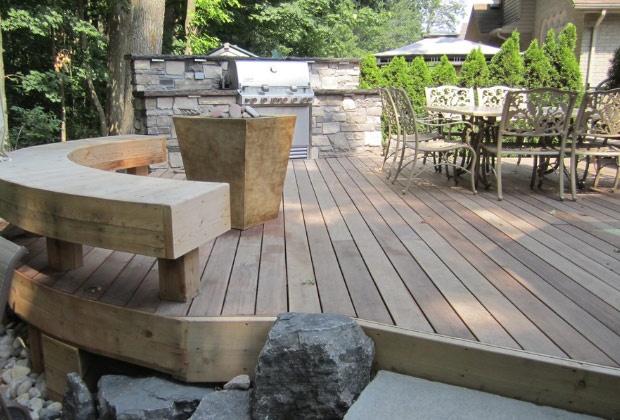 Garden decking ideas built in seating gardens decks for Garden decking seating ideas
