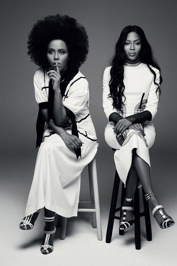 Maju e Naomi usam vestidos Herchcovitch;Alexandre e sandálias, Prada (Foto: Bob Wolfenson)