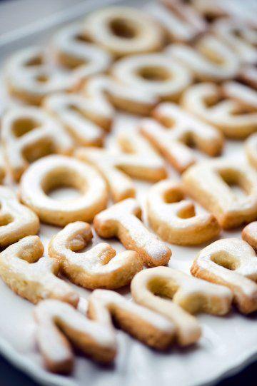 Des biscuits en forme de lettres // Cakes in shapped of letters