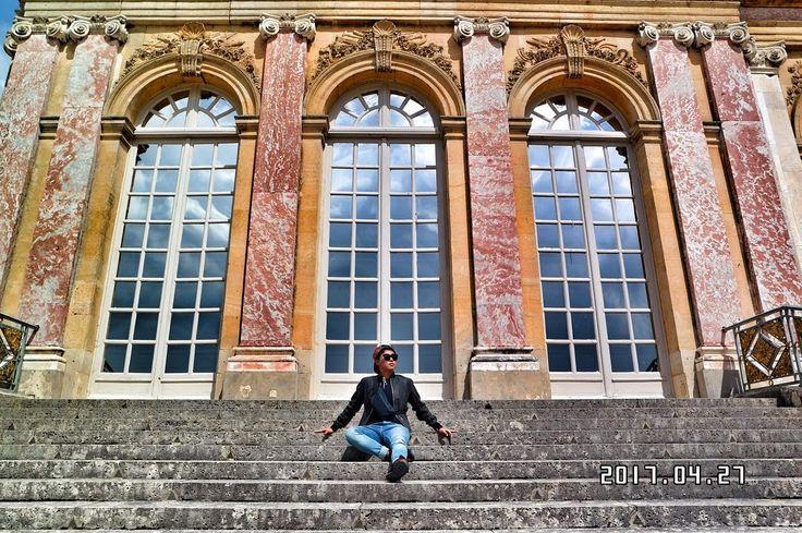 야호 ~ . . #세계일주 #worldtraveler #배낭여행 #backpacking #여행 #travel #trip #travelholic #여행스타그램 #여행에미치다 #청춘 #사진 #일기 #photo #일상 #instadaily #day #유럽 #europe #프랑스 #france #���� #파리 #paris #베르사유궁전 #versailles #palace #후스타그램 #소통 #좋아요 http://tipsrazzi.com/ipost/1509347525190325597/?code=BTyR5PJlZVd