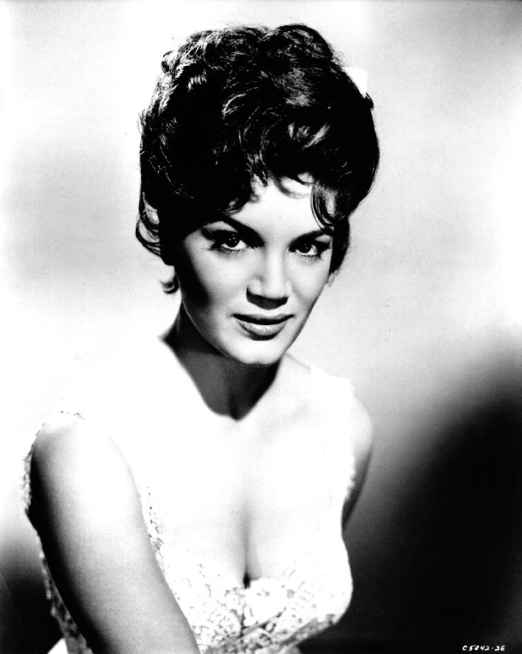 """Connie Francis was a big female singer in the fifties but her break came in 1959 when she sang """"Mama"""" on the Perry Como show in English and Italian."""