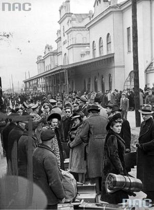 Peron dworca lubelskiego. Powitanie aktorów berlińskich.