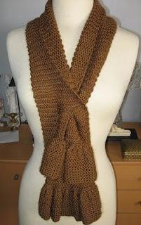 Free knitting pattern, ruffled keyhole scarf.