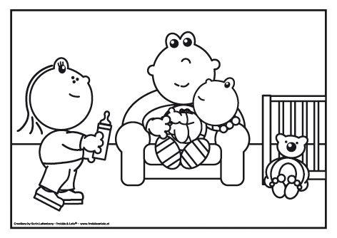 Er is een neefje geboren en Frokkie mag hem de fles geven. Heb jij ook een klein neefje of nichtje?