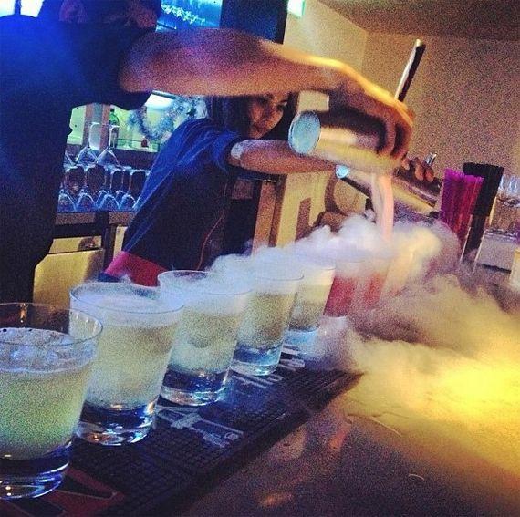 Animation bar moleculaire Paris. La chimie s'invite dans votre verre le temps d'une animation bar a cocktail moléculaire originale et tendance ! http://www.go-reception.com/blog/animation-bar-moleculaire-paris-atelier-cocktail-75/