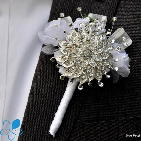 Brooch #Boutonniere .. possibly a cheaper alternative to florals! Can make it a keepsake afterwards.