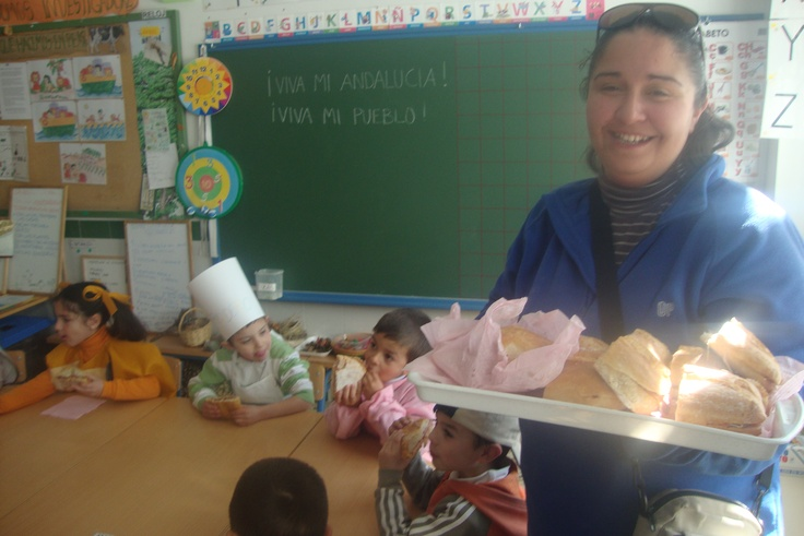 Desayuno ofrecido por AMPA.   Presentación 5º.6º ANDALUCÍA  Disfraces de Infantil
