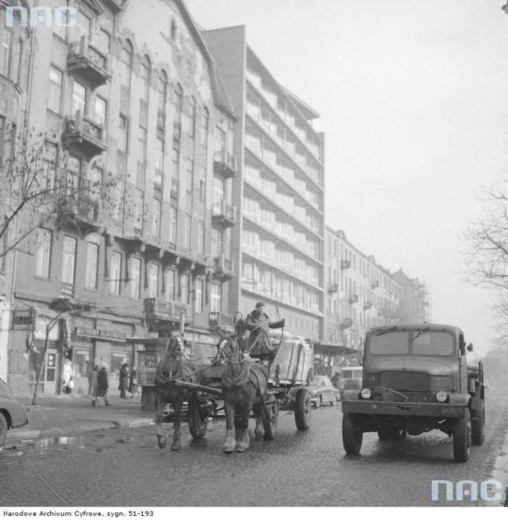 Jak się zmieniła ulica Targowa przez 50 lat?   zawinklem.pl