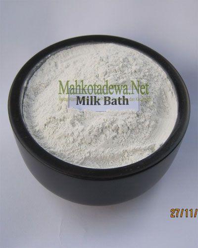 Milk Bath adalah susu bubuk olahan untuk kecantikan yang biasanya dipakai untuk mandi susu, bisa juga digunakan sebagai campuran lulur. Formula sari susu murni alami yang apabila digunakan secara rutin, kulit akan terlihat lebih cerah, halus dan sehat.