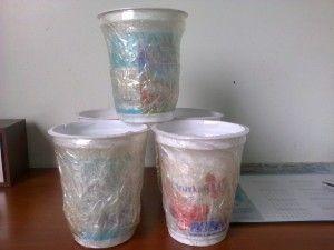 """Do czego przydają się zwyczajne kubeczki po jogurtach? W gimnazjum w Makowie zamieniają się w nadzwyczajne przyrządy potrzebne do wymyślonych gier. Przeczytajcie o odmianach i zasadach """"Cups catching balls"""": http://blogiceo.nq.pl/biegrzutskokwojtkablog2/2014/12/14/cups-catching-balls-czyli-drugie-zycie-kubkow-po-jogurtach/"""