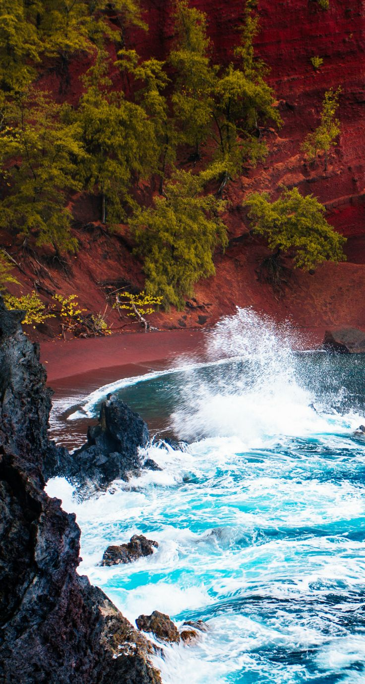 Red sand beach in Maui, Hawaii!  Click through to read 27 things you have to do while in Hawaii!