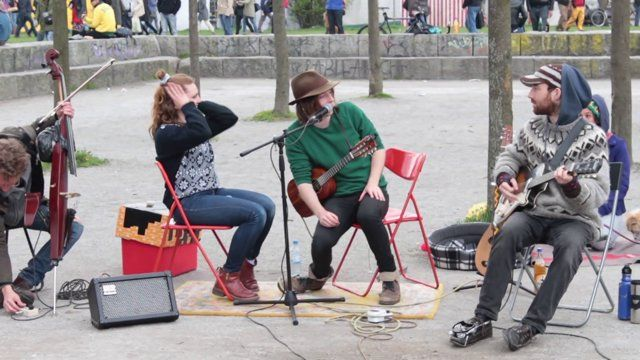 One of the best street bands I have seen so far, Charity Children. Indie-Folk music at Mauerpark, Berlin (GER).