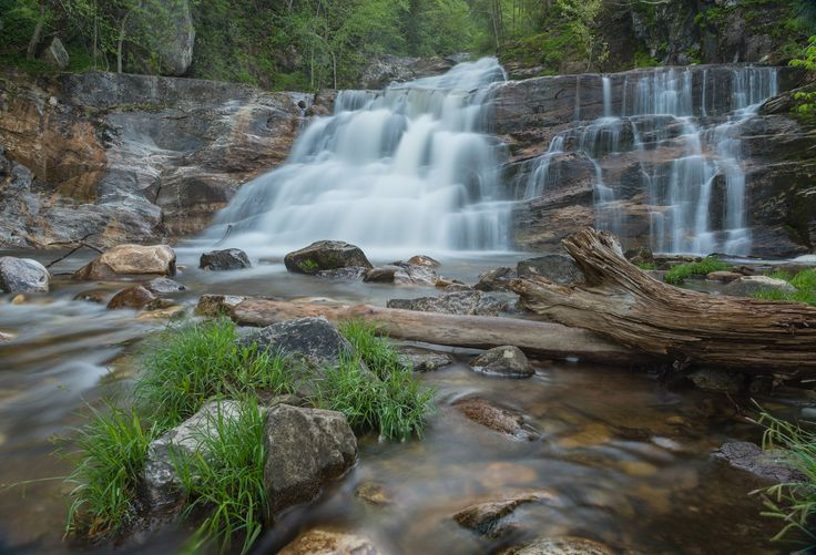 The highlight of Kent Falls State Park is a 70-foot waterfall that goes plunging and cascading down the rocks. Visitors can reach vantage points by hiking a quarter-mile trail alongside the falls. Appalachian Trail hikers pass by the park as the trail converges with the Housatonic River for several miles.
