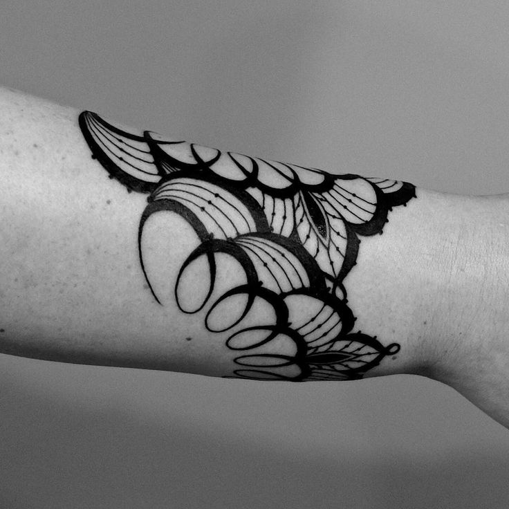 Another angle of Channa's #lace #cuff. Thanks for looking! #linework #blackwork #dotwork #mandala #hennatattoo #2spirittattoo