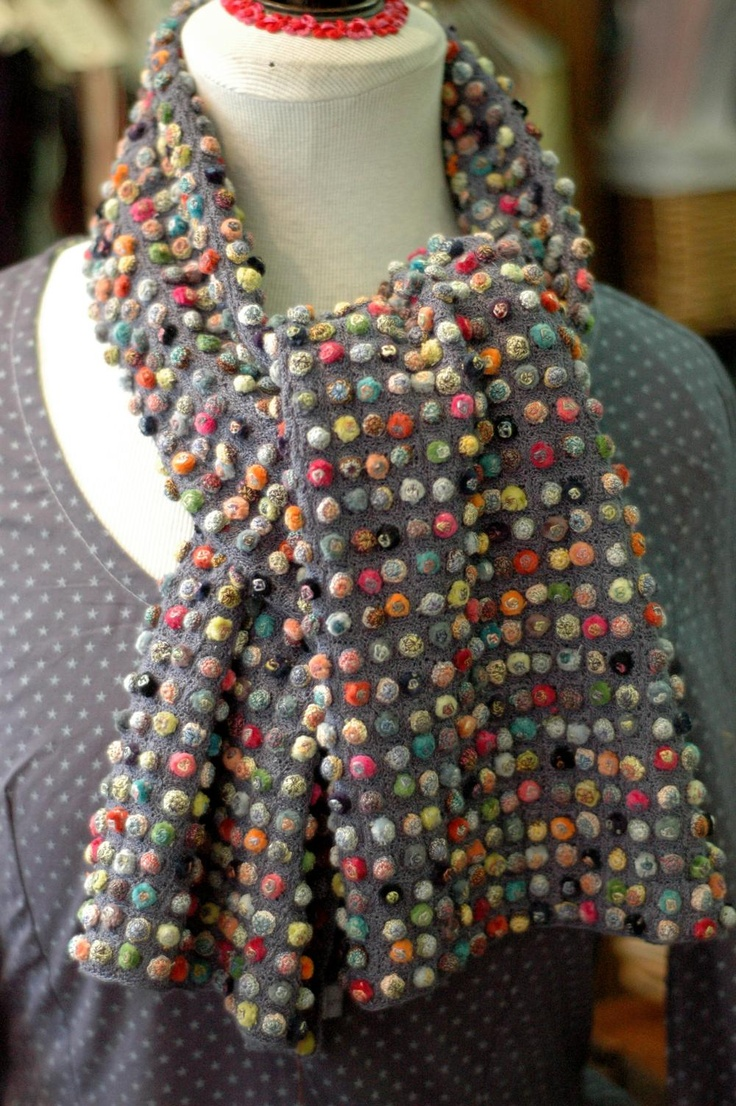 'Biscuit Pop' Stole Interesting scarf but it's a link to nothing...no pattern, no pictue, nothing :(