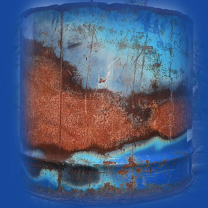 Rust and Patina Photos : 017.photo detail iron drum