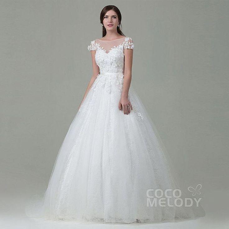 透け感のあるショルダーデザインが特徴な1着��✨ 後ろはV型に空いており、着るだけで気分はもう海外セレブ�� . . . wedding dress style: #LWAT14014 . . . 大阪、福岡、三重、石川、福井の5店舗ではご試着いただけます!  ただいま、お得なキャンペーンも実施しておりますので、  ぜひこの機会にご来店いただき、お試してみてください!  皆様のご来店をお待ちしております。 . . . #海外#海外ウェディング#インポートドレス#婚纱#新娘#プリンセスドレス#長袖ドレス#袖付きドレス#海外ウェディングドレス#プリンセスラインドレス#プリンセスドレス#ハナコレ花嫁#marry花嫁#ウエディングニュース#ロングスリーブ#格安オーダー#オーダーメイド#オーダードレス#ウエディングドレスショップ#ドレス試着#ドレス選び#ドレスサロン http://gelinshop.com/ipost/1520039749636487168/?code=BUYRBlJjngA
