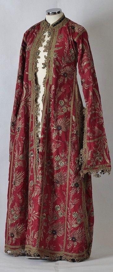 """Silk """"üçetek entari"""" in the late-Ottoman town fashion.  - 19th c."""